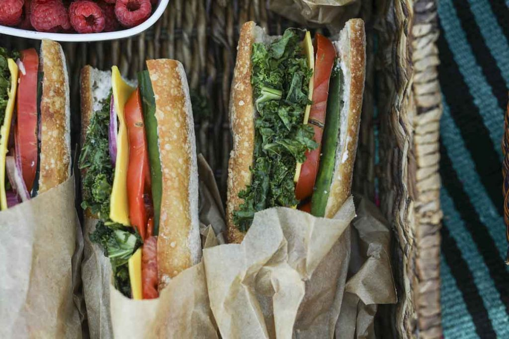 Bocadillos ligeros, sanos y sabrosos para un picnic primaveral