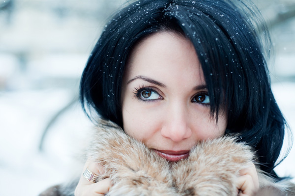 woman-with-winter-skin-in-snow