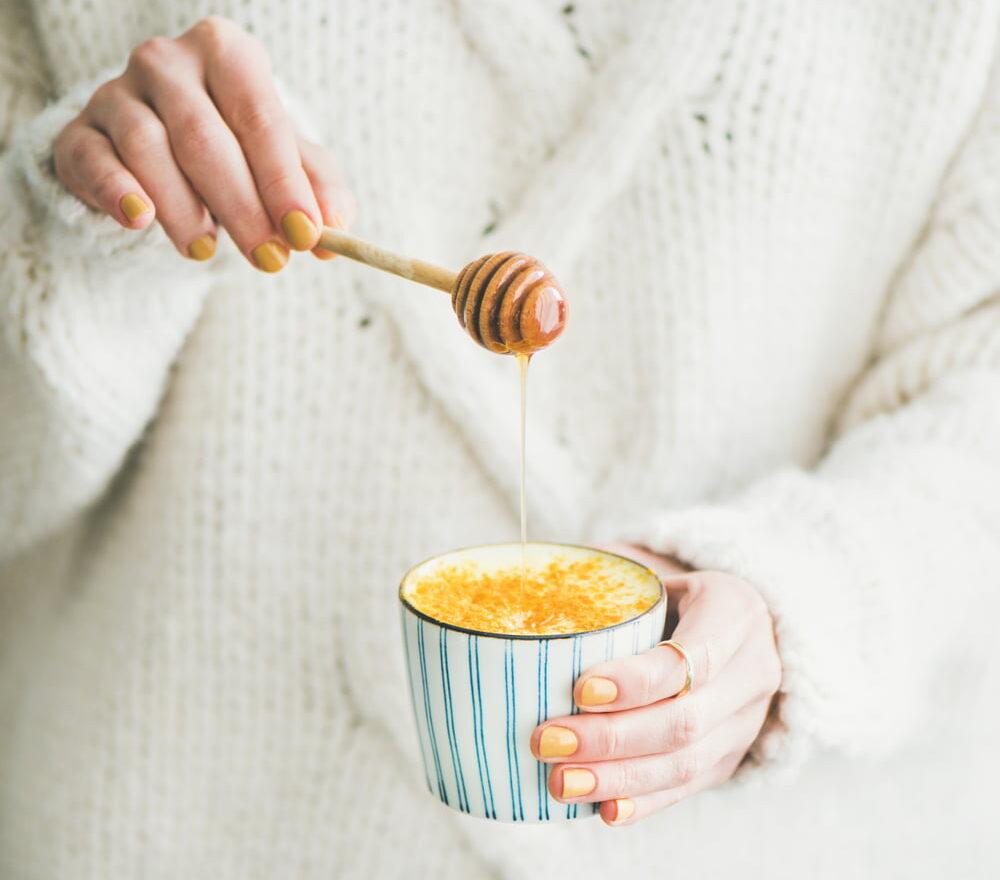 Golden milk, turmeric latte o la receta de leche dorada sin lactosa para un invierno ligero