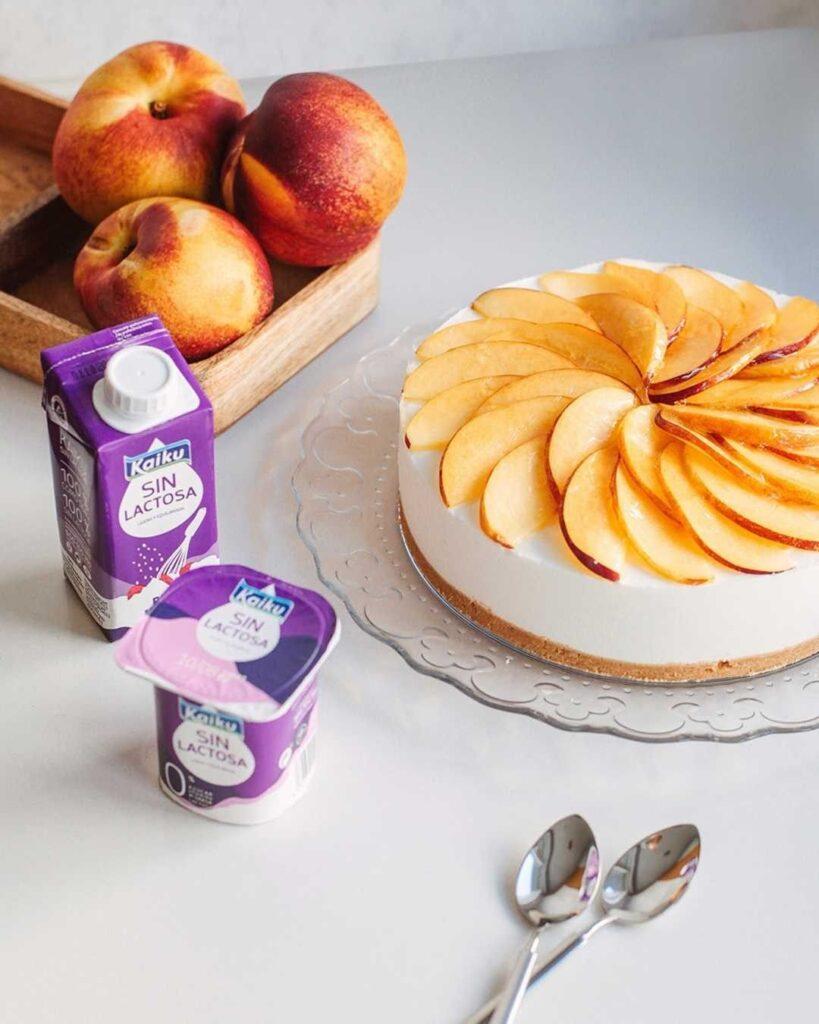 Tarta de yogur griego con fruta de temporada: ¡Nectarina y melocotón!